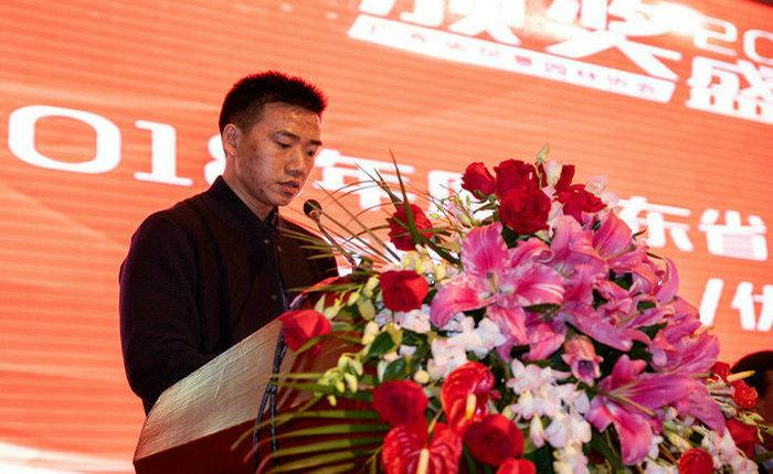 28卢玉炯副会长宣读《2018年度广东省风景园林协会优秀设计奖、优秀规划奖评选结果公告》.jpg